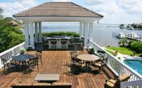Deck & Outdoor Eating Area